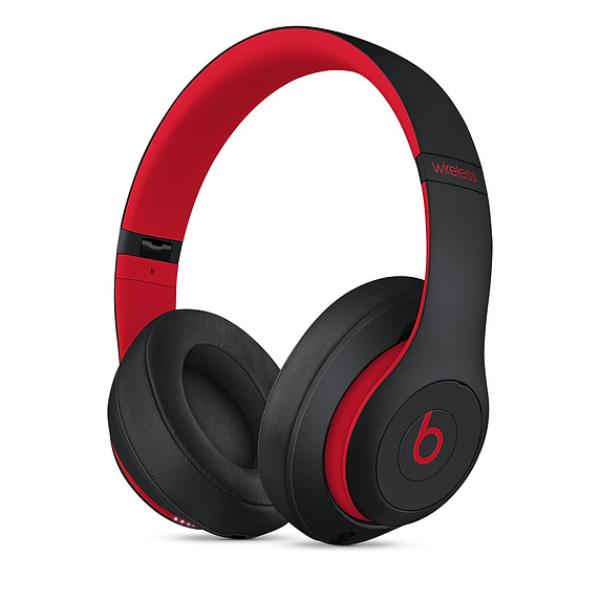 Beats Studio3 Wireless Over-Ear Headphone Defiant Black-Red